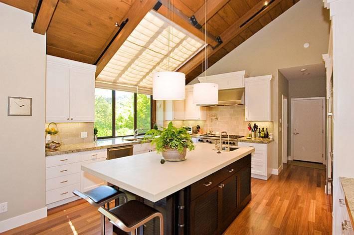 мансардная кухня с мансардным окном