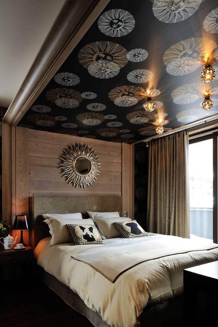 черные фотообои с рисунком на потолке над кроватью