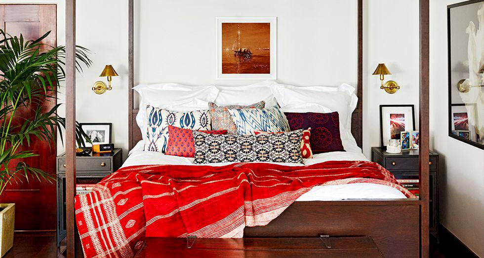 Восточные нотки в дизайне интерьера спальни Джессики Альбы