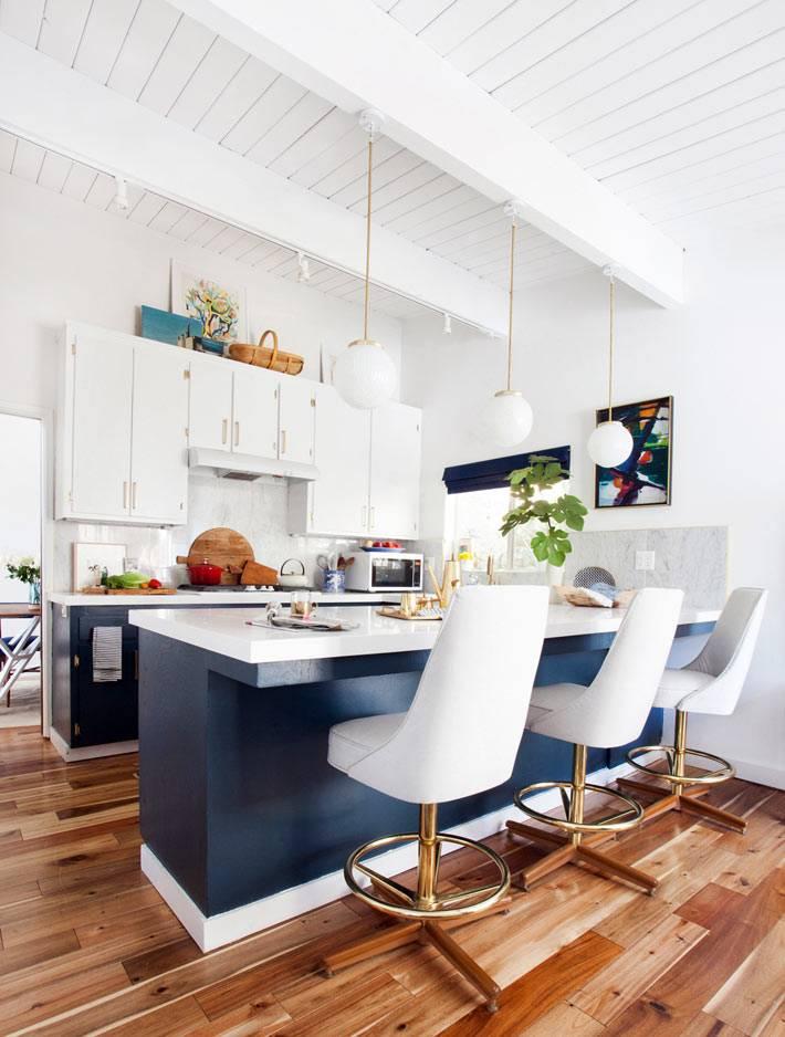 красивая кухня в доме дизайнера Emily Henderson