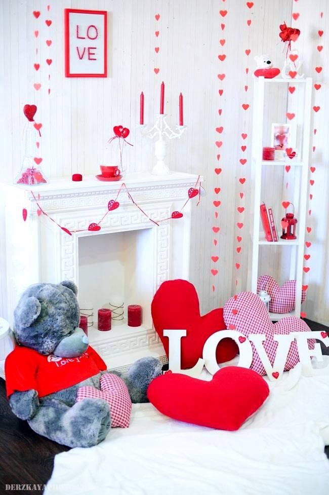 традиционный красно-белый праздничный декор дома