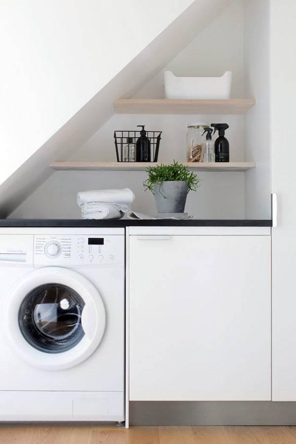 место для стиральной машины в мансардной ванной в доме