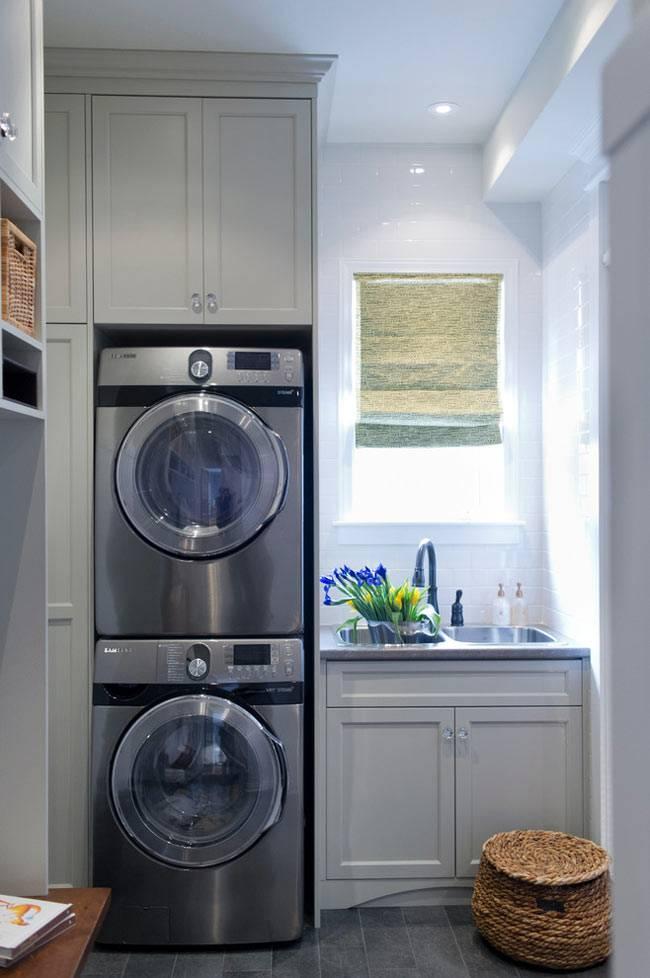 стиральная и сушильная машины в сером шкафу фото
