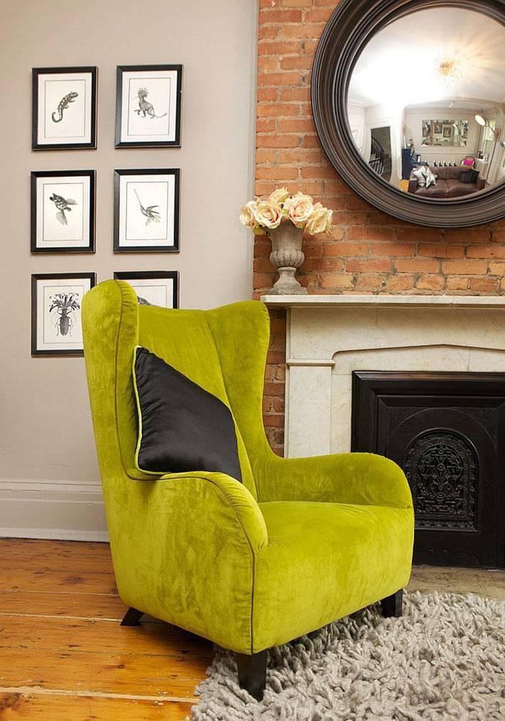 Яркое зеленое кресло в дизайне интерьера таунхауса