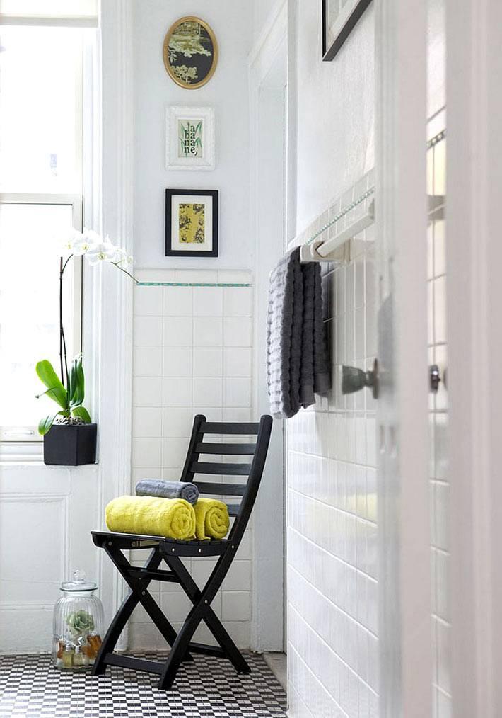 Белые стены в оформлении ванной комнаты