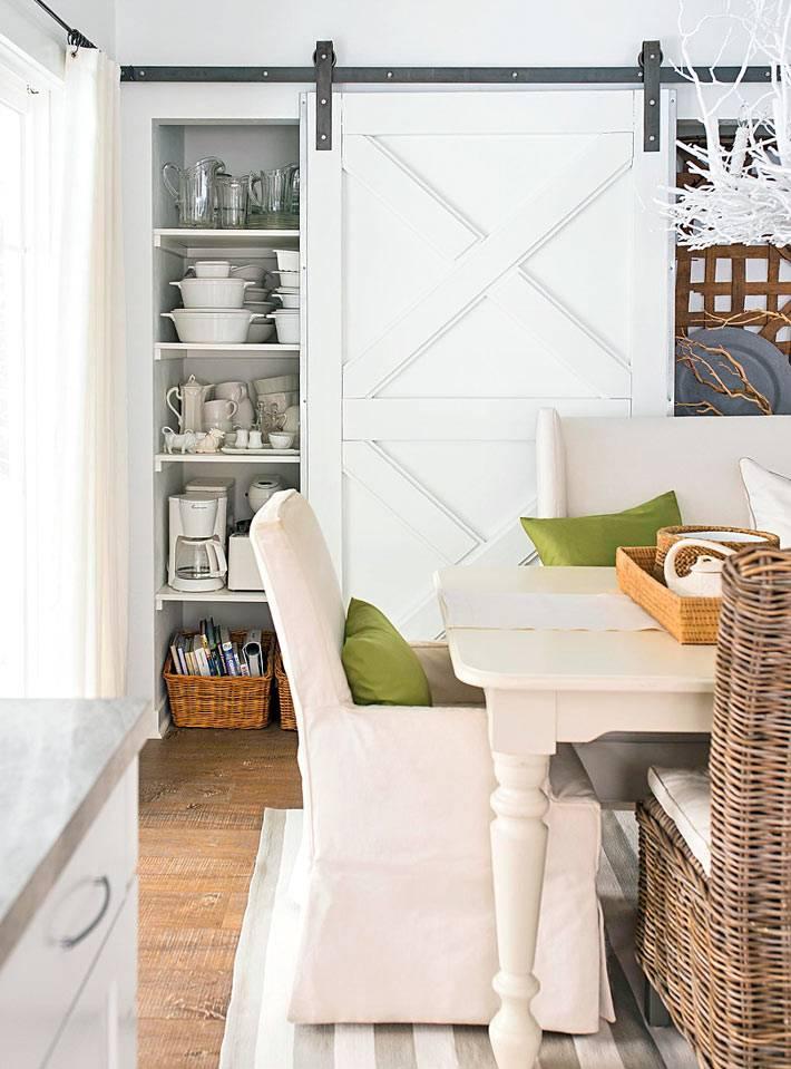 экологичный дизайн интерьера дома с плетеной мебелью