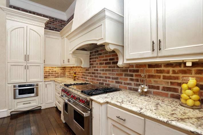 кирпичная стена на кухне как сделать