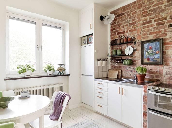 дизайн интерьера кухни с кирпичной стеной фото