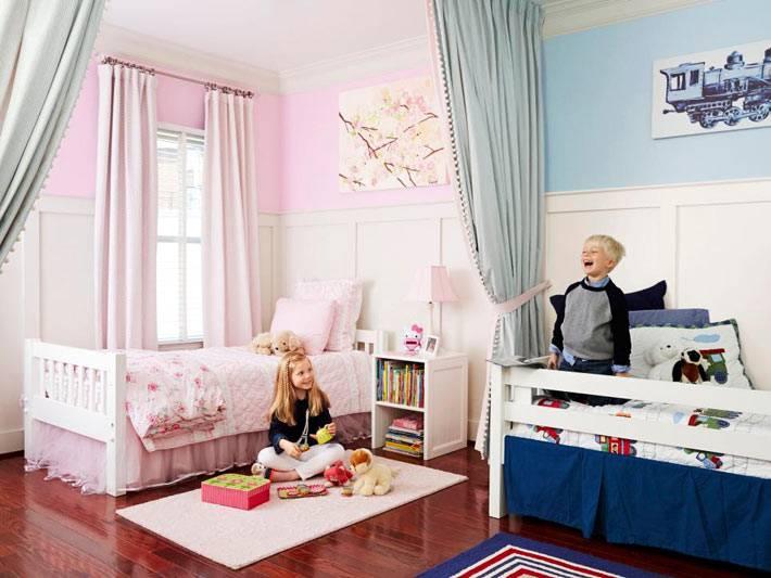 интерьер детской комнаты с раздельными зонами для девочки и мальчика