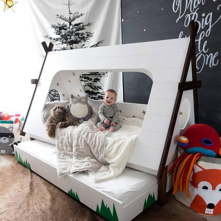 Оригинальная детская кровать с выдвигающимся поддоном