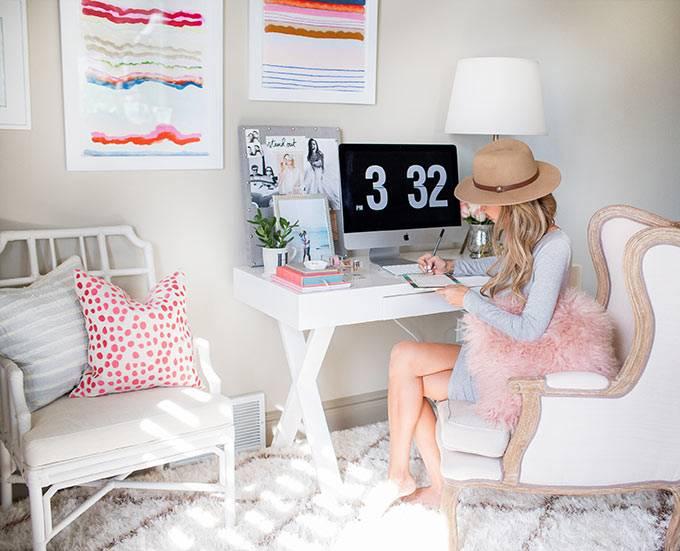Стильный интерьер офиса для стильной девушки