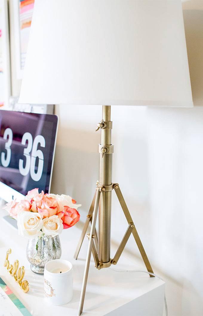 Оригинальная лампа в интерьере домашнего офиса