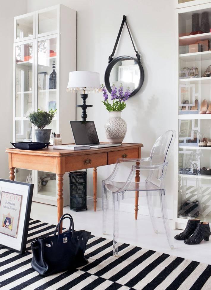 Красивый и женственный интерьер рабочего кабинета