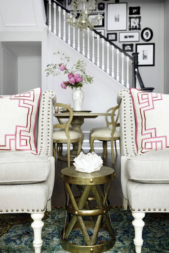 элегантная бронзовая мебель в дизайне интерьера