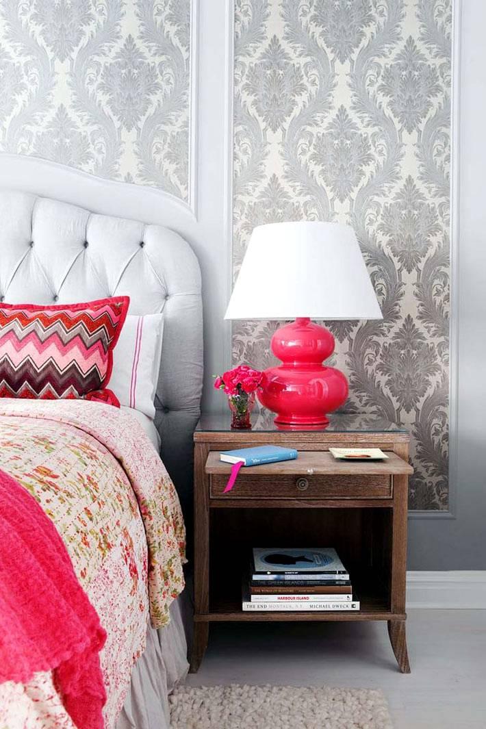 сочетания серого цвета и ярко-розового цвета в интерьере