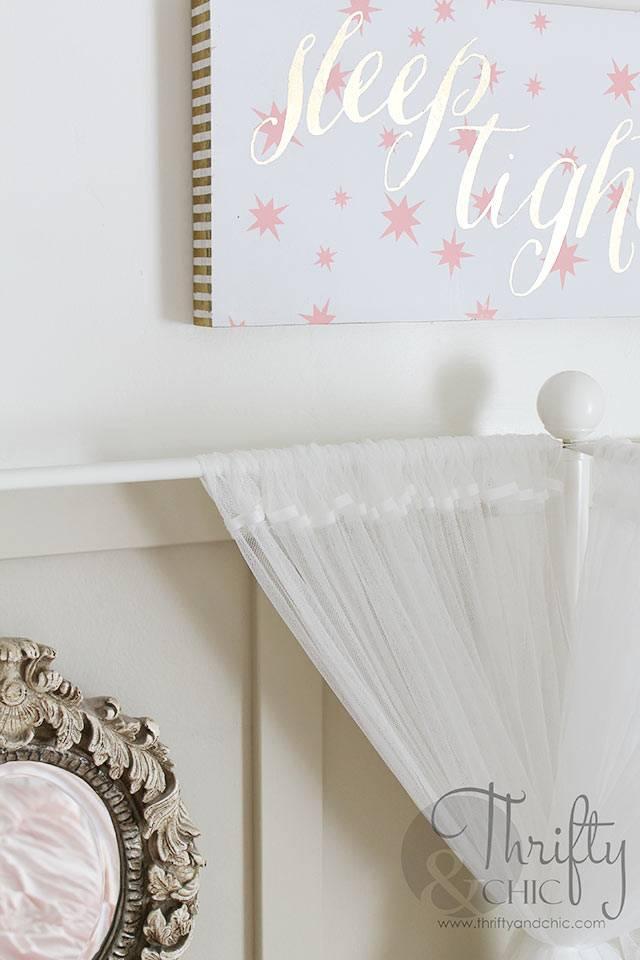 белые детали в формлении детской спальни девочки