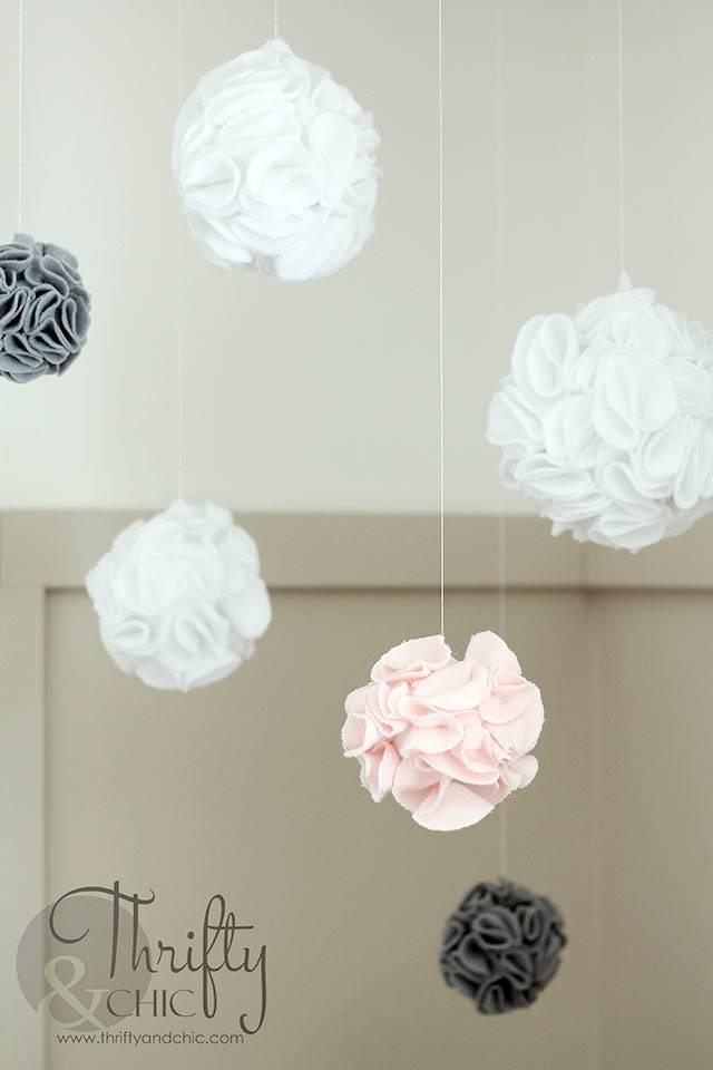 Красивые подвесные шарики из ткани для украшения комнаты