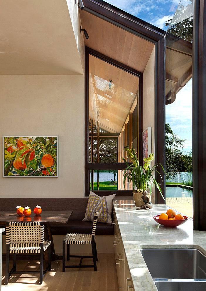 Красивый дизайн интерьера дома на озере Остин фото