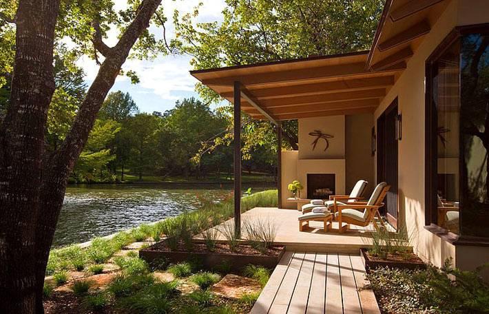 терраса возле дома с видом на озеро в техасе