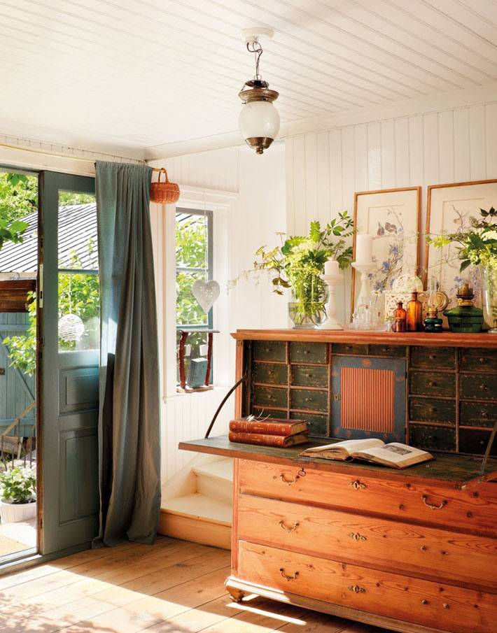 старая мебель в интерьере загородного дома фото