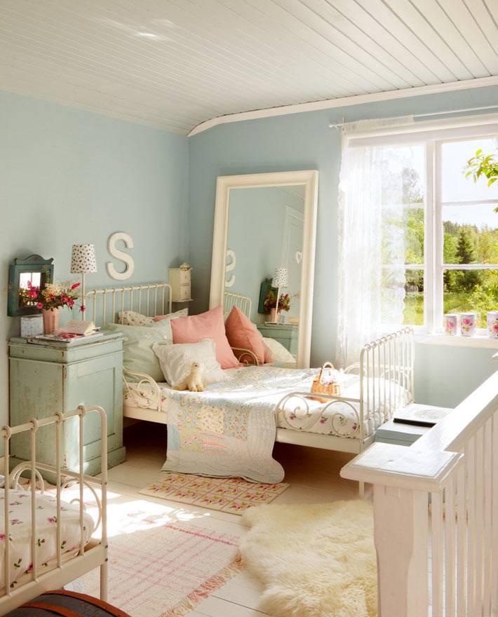 интерьер детской комнаты для девочек в голубом цвете