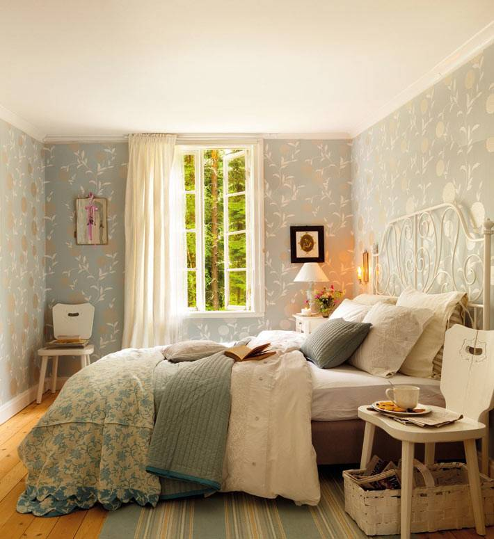 красивый дизайн спальни для родителей в загородном доме Испании