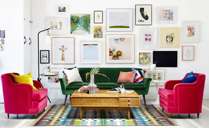 Галерея из картин в дизайне гостиной комнаты