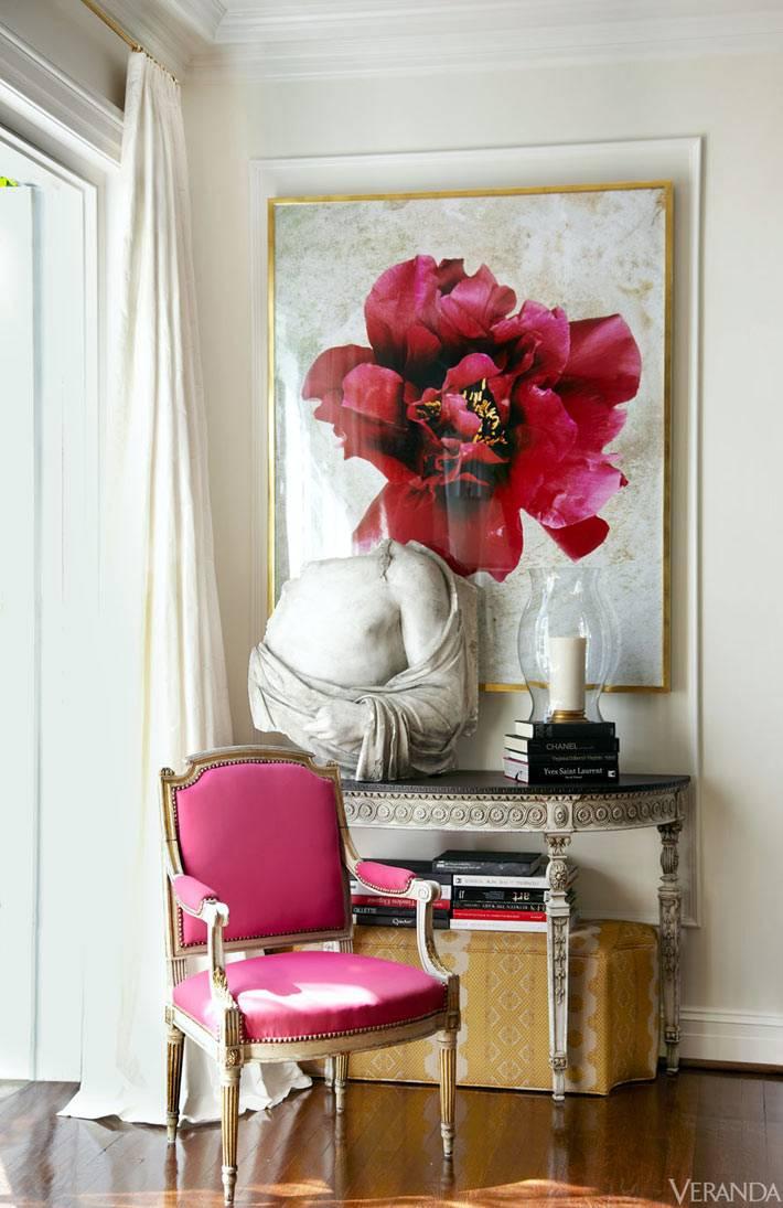 розовые цвета - сочетание картин с мебелью в интерьере