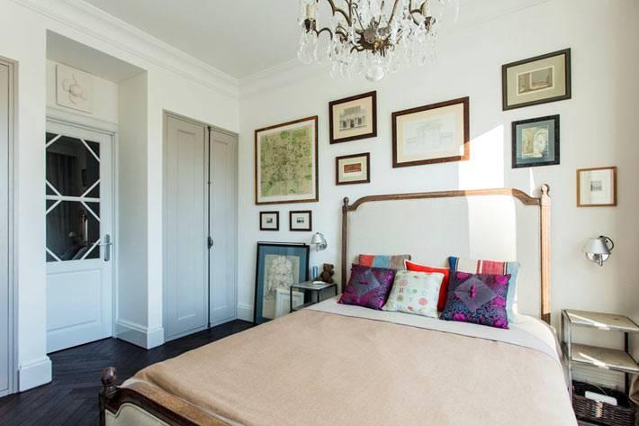 картины в интерьере спальни в московской квартире фото