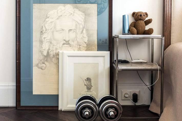 картины и элементы декора в квартире архитектора