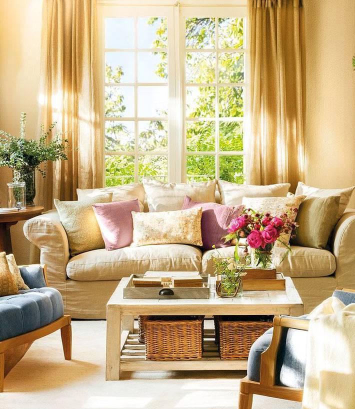 красивый дизайн интерьера гостиной комнаты в бежевых тонах