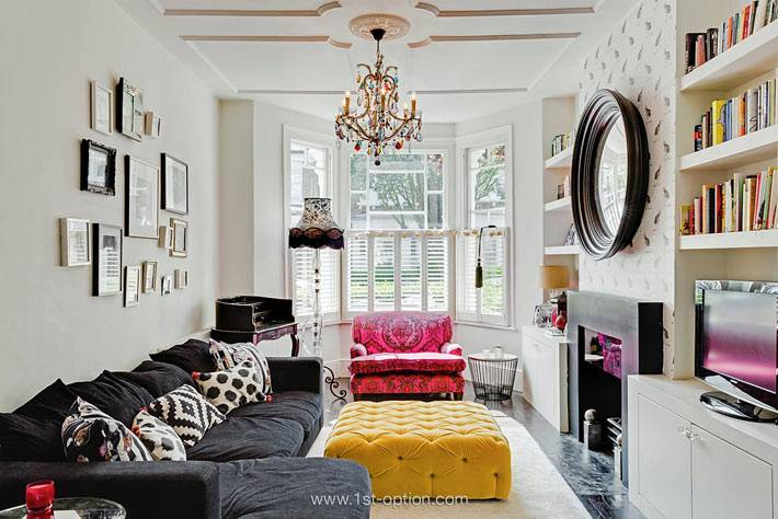 светлая гостиная комната с эркером фото