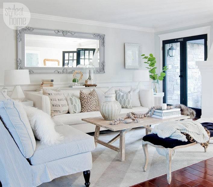 Идеальный интерьер гостиной комнаты в белом цвете