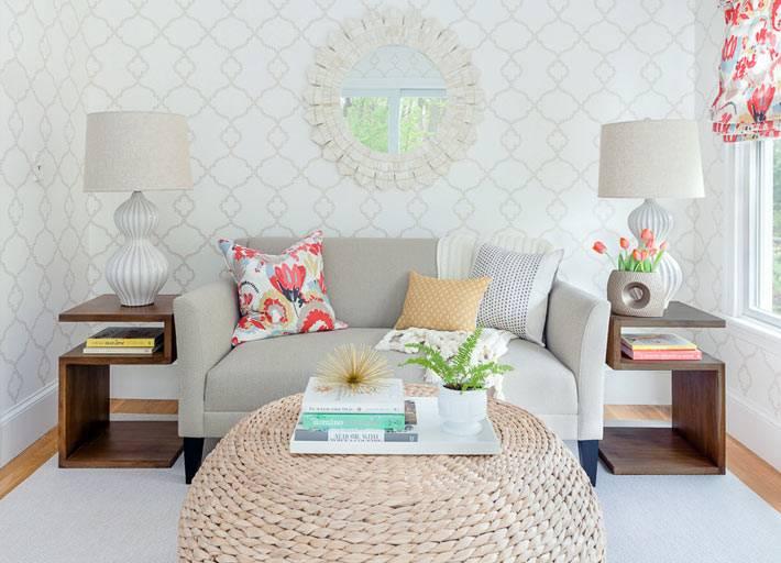 гостиная комната в бледных пастельных оттенках