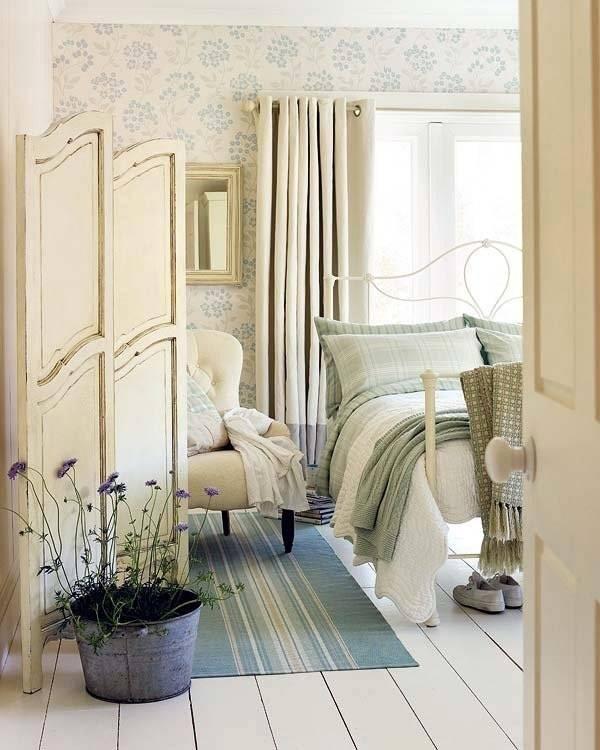 Пастельные тона в интерьере спальни в романтическом стиле