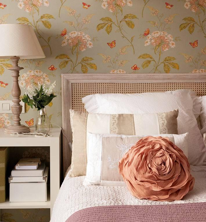 Красивые декоративные элементы для романтического интерьера спальни