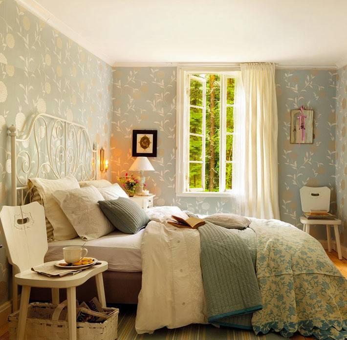 простота и красивые обои в дизайне спальни фото
