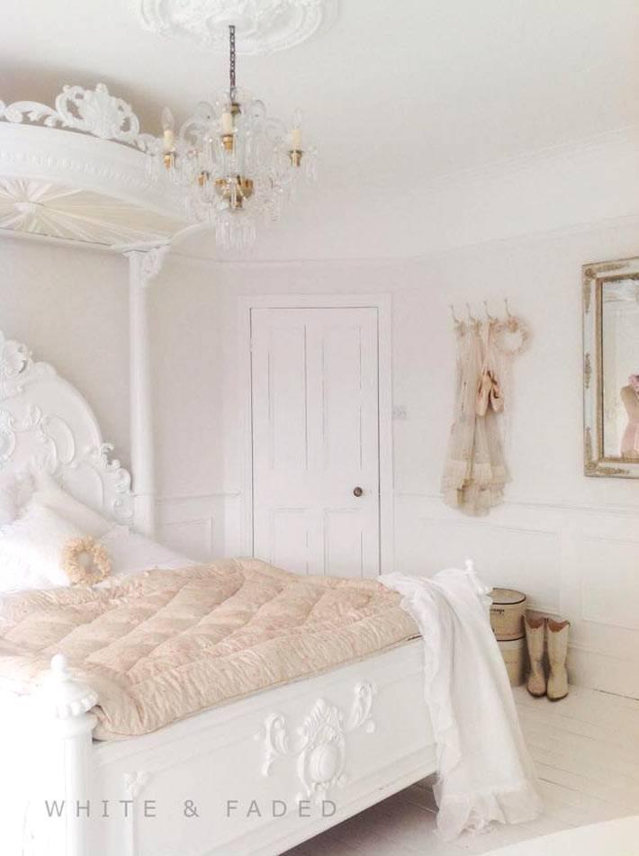 красивая спальня с романтической атмосферой