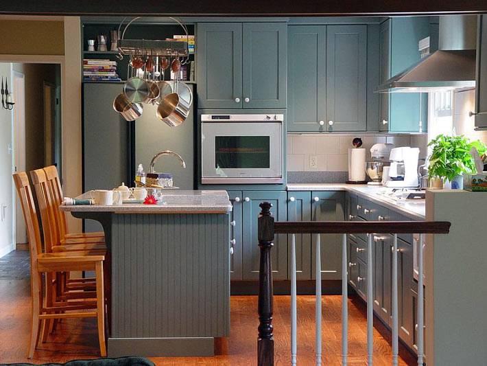 Маленькая открытаяя кухня серого цвета