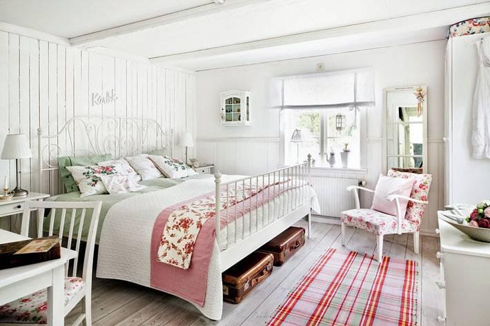белый интерьер спальни в стиле шебби-шик