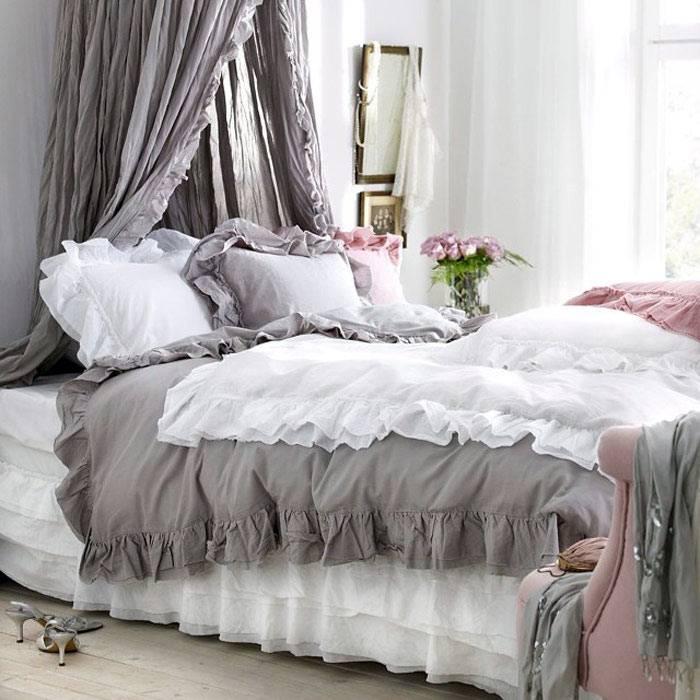 красивая спальня с балдахином в стиле шебби-шик фото