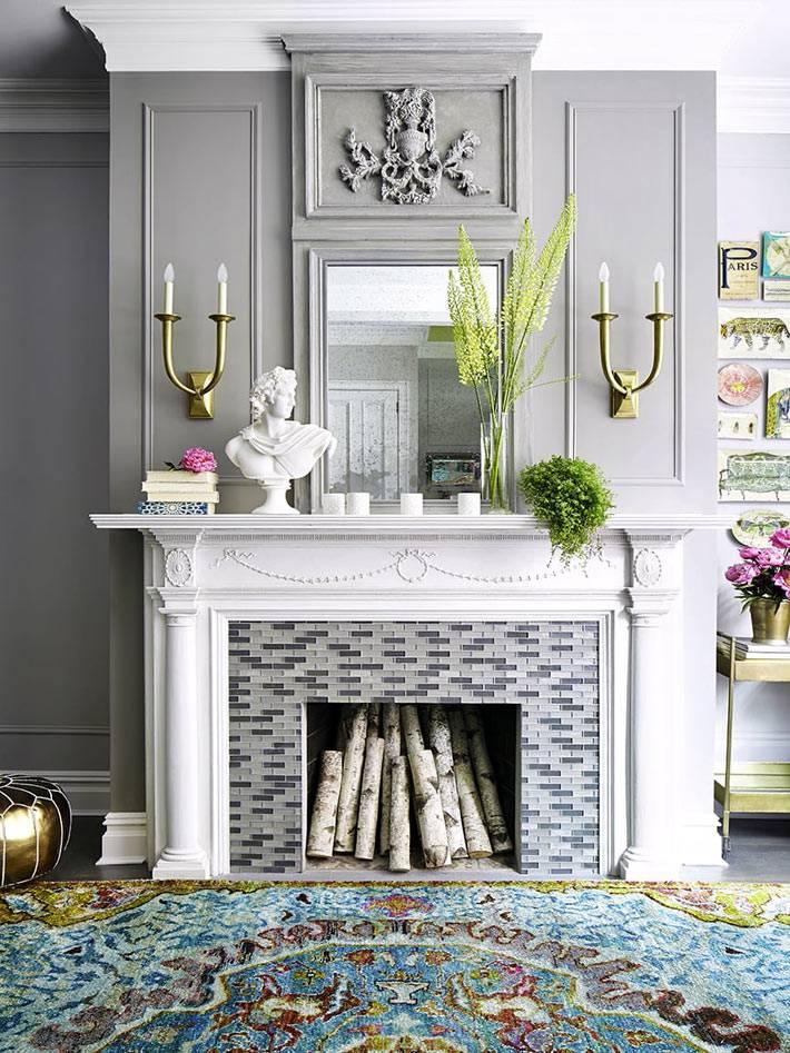 серый цвет в дизайне гостиной комнаты дома в Нью-Йорке фото