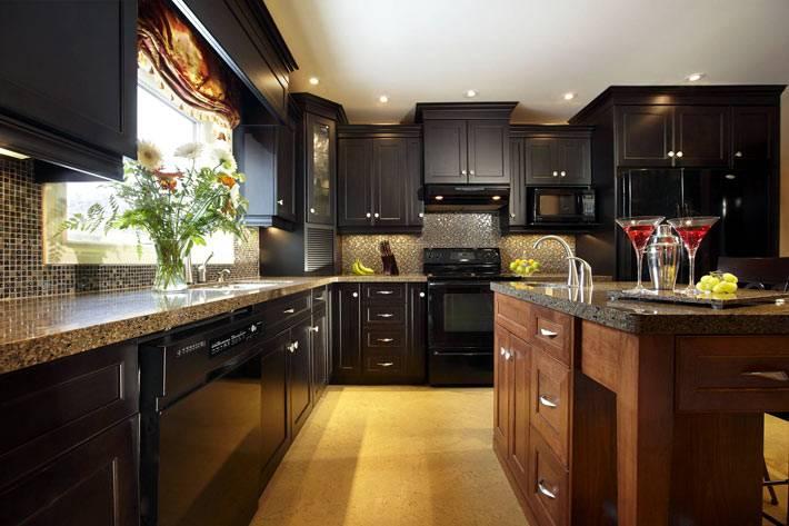 Тренд в интерьере: черная кухня в доме