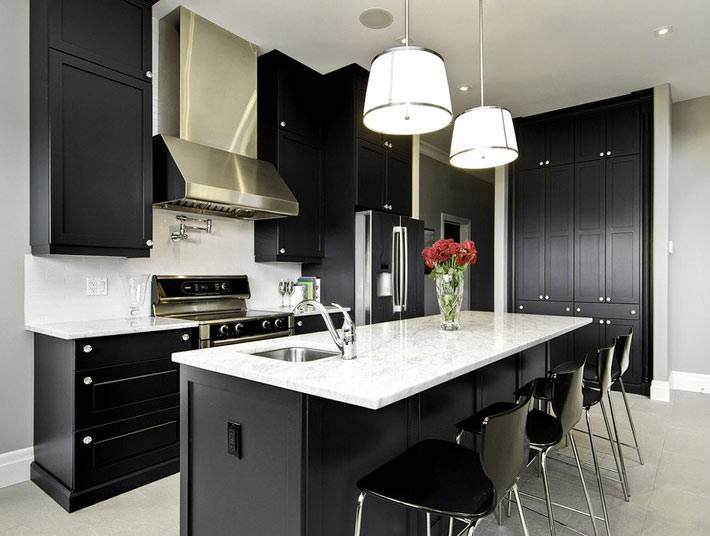 стильный черный цвет в интерьере кухни