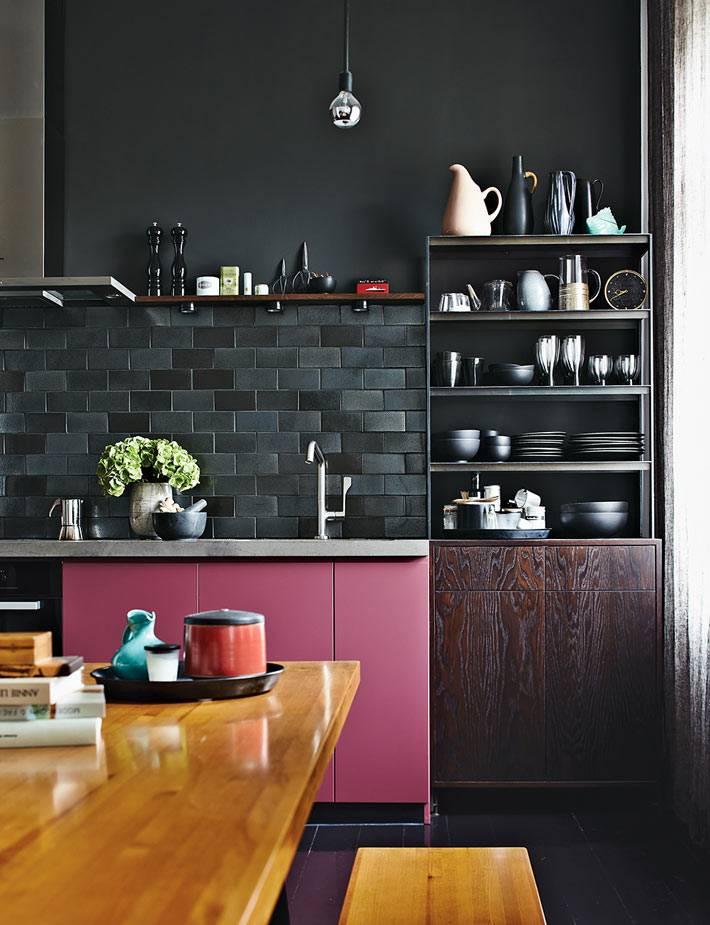 черный цвет стен с розовыми шкафчиками
