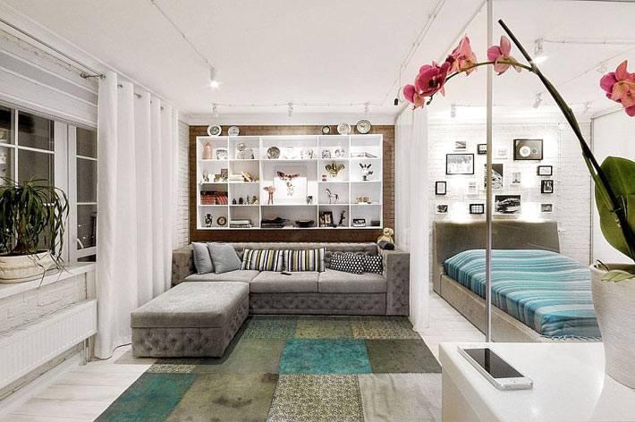 Дизайн интерьера квартиры-студии с кирпичными стенами фото