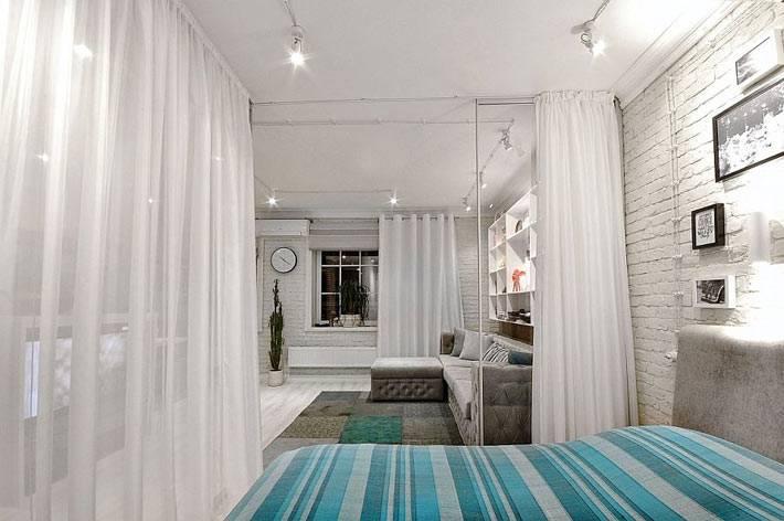 стена из белого кирпича в дизайне спальни фото