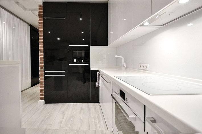 глянцевая кухонная мебель белого и черного цвета фото