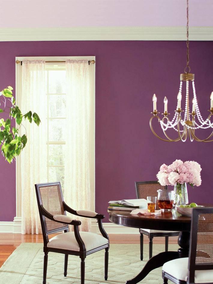 Фиолетовый цвет в интерьере столовой комнаты фото