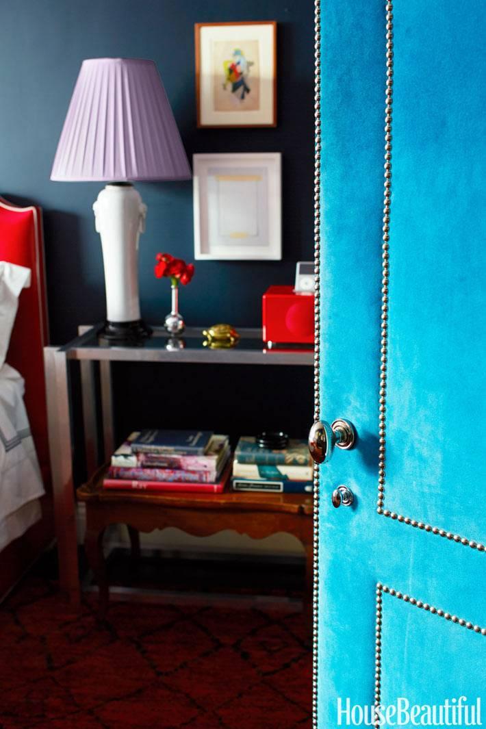 голубые двери и яркие цвета в интерьерах комнат фото